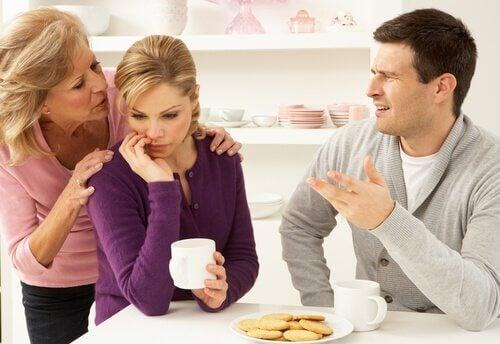 Eltern mit erwachsener Tochter