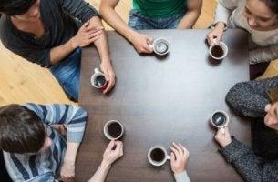 Gemeinsam lässt sich mehr erreichen - Missgunst am Arbeitsplatz schadet allen