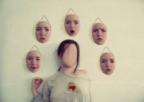 Die  hinter der Maske versteckte Persönlichkeit