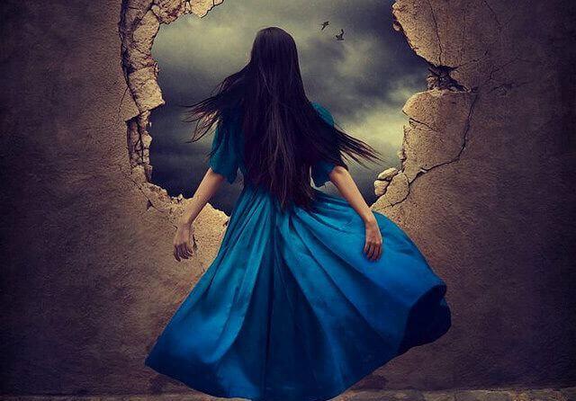 Frau Blaues Kleid