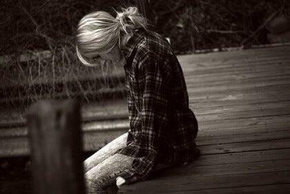 Niedergeschlagenes Mädchen