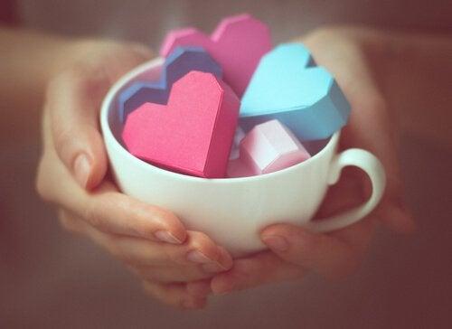 Tasse mit Herzen