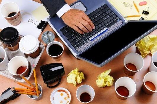Arbeitsstress und Kaffee