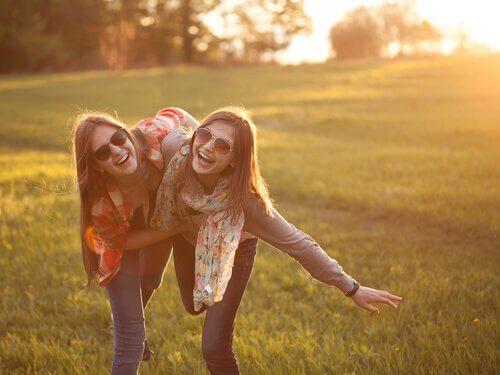 Freundinnen in der Natur