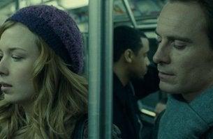 Mann und Frau in U-Bahn