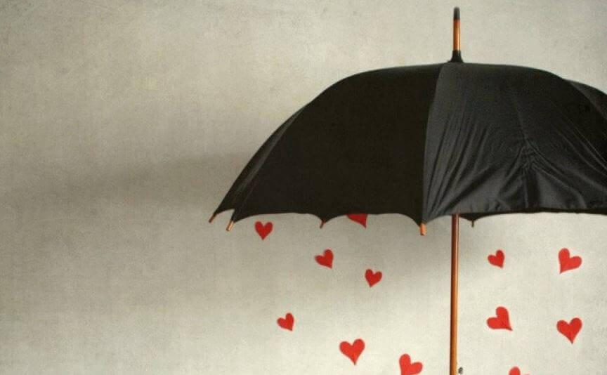 Regenschirm und Herzen