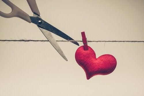 Schere und Herz
