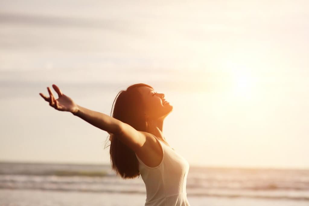 Frau mit einer positiven Lebenseinstellung