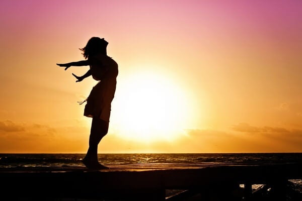 Frau an der Sonne