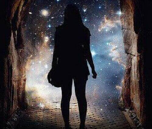 Frau-entdeckt-Horizont