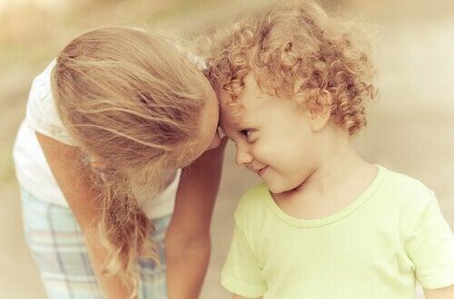 7 Dinge, die nur ein großer Bruder oder eine große Schwester kennt