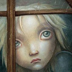 Kind schaut durch Fenster