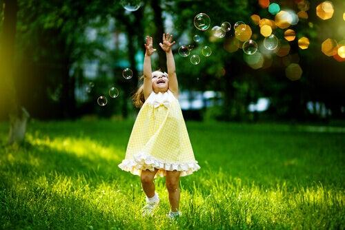 8 Wege, das innere Kind zu leben und glücklicher zu werden