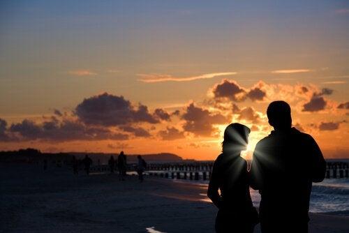 Was ist emotionale Intimität in einer Beziehung?