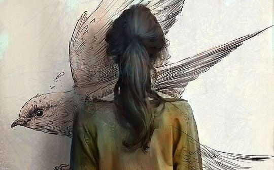 Frau zeichnet einen Vogel