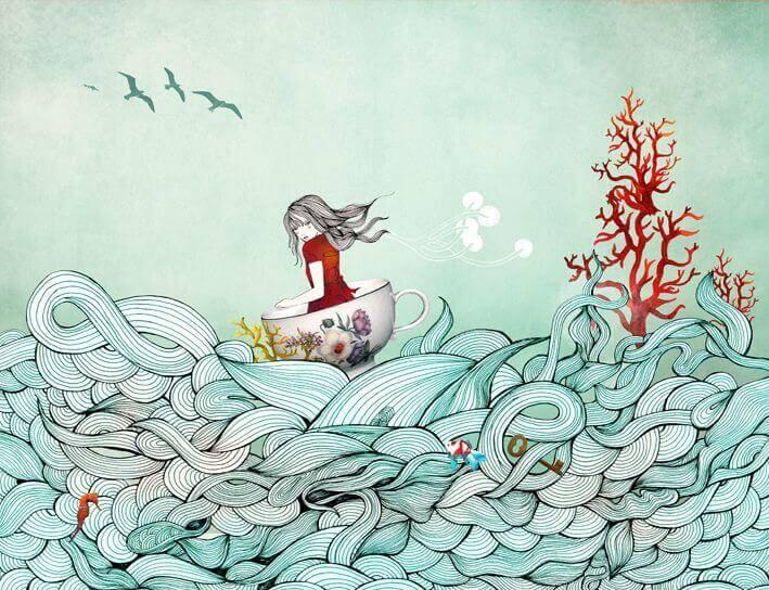 Maedchen surft in Tasse auf dem Meer