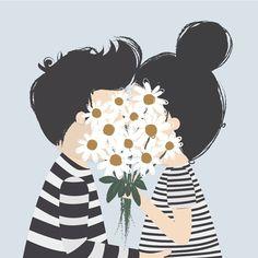 Paar kuesst sich hinter Blumenstrauß