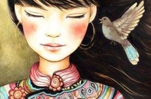 Zur richtigen Zeit und am richtigen Ort - Vogel nähert sich dem Gesicht eines Mädchens