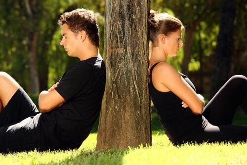 Paar an Baum