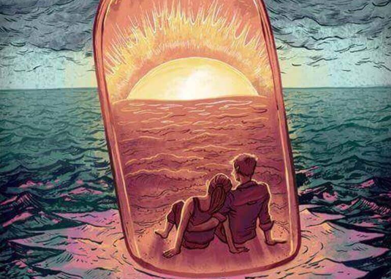Paar in einer Flasche auf dem Meer