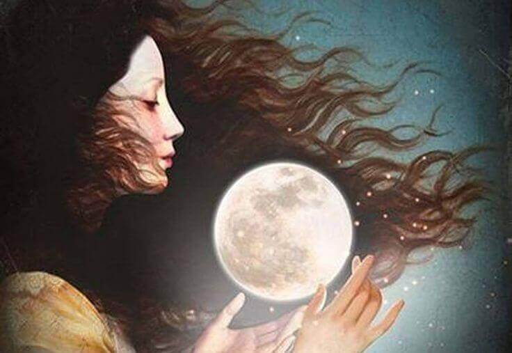Frau hält den Mond in ihren Händen