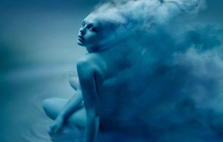 Blaue-Frau
