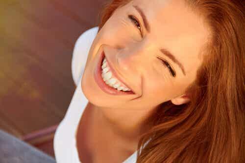 Das Lächeln ist die Leinwand der Inspiration