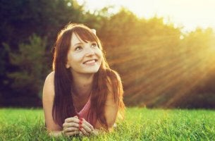 Vorteile des Optimismus: das Gute in der Welt sehen, die Wärme der Sonne spüren