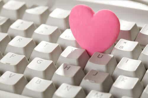 Die Gefahren einer Beziehung über das Internet