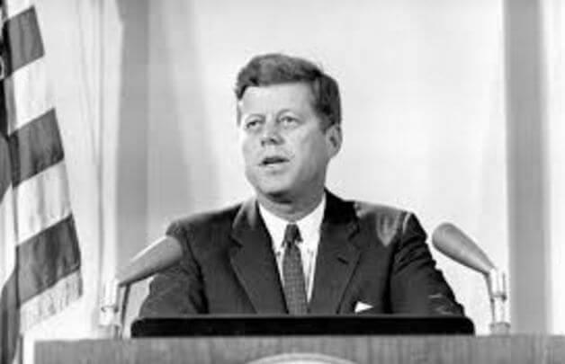 John F. Kennedy in Führung