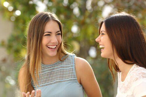 3 Tricks der Körpersprache, die dich sympathischer wirken lassen