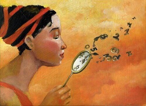 Frau bläst die Zeit aus der Uhr
