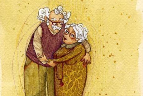Großeltern umarmen sich