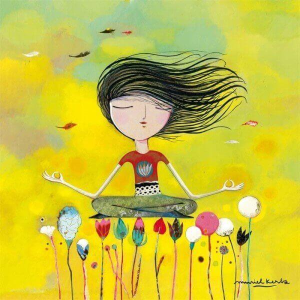 Frau meditiert über Blumen