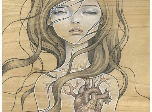 Körper einer Frau mit Herz und großen Gefäßen