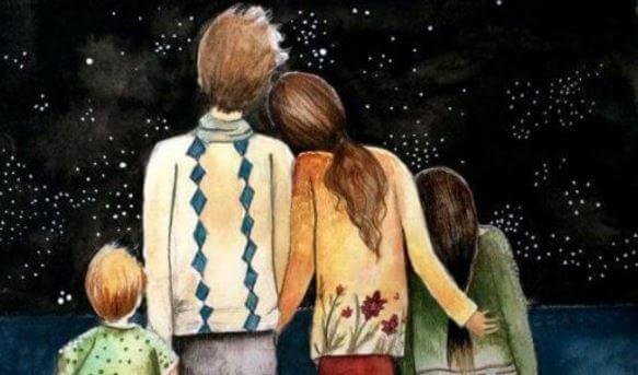 Familie schaut Sternenhimmel an