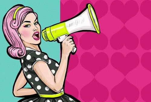 Chauvinistische Frauen oder Frauen, die wissen, was sie wollen, und dafür einstehen? - Frau mit Lautsprecher