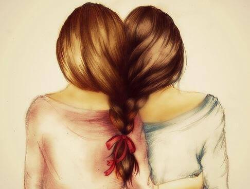 Freundinnen mit geflochtenem Haar