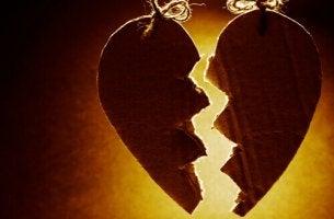 Wann sollte man eine Beziehung beenden? - Gebrochenes Lebkuchenherz