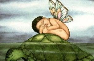 Nützliches oder schädliches Lob? - Kind schläft auf einer Schildkröte