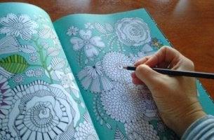 Malen gegen Stress? Malbücher gibt es auch für Erwachsene!