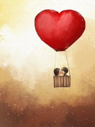 Heißluftballon in Herzform