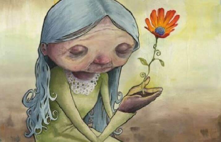 Alte Frau pflanzt Blume