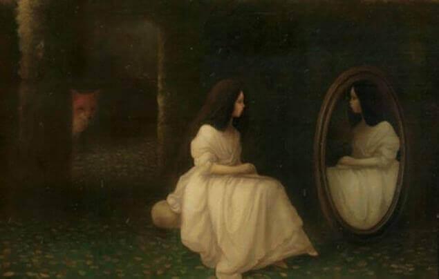 Frau-schaut-sich-im-Spiegel-an