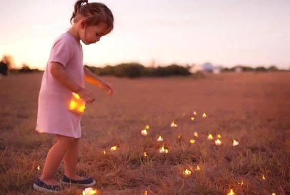 maedchen-sammelt-lichter