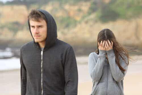 Frauen und Männer: Sie möchte sich mitteilen, er will nicht zuhören
