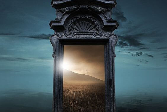 Halb geöffnete tür  Wenn sich eine Tür schließt, öffnet sich manchmal ein unendliches ...