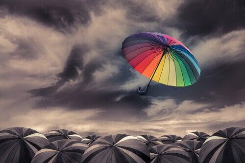fliegender-bunter-regenschirm