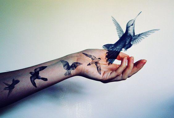 den-vogel-fliegen-lassen