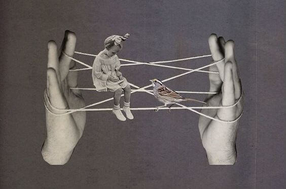 maedchen-sitzt-auf-fingerspiel